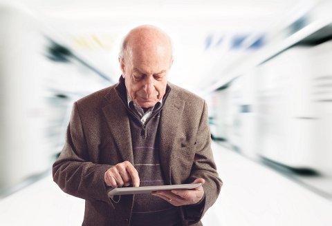 Stadig flere godt voksne bruker internett. Det styrker nettavisenes lesertall.