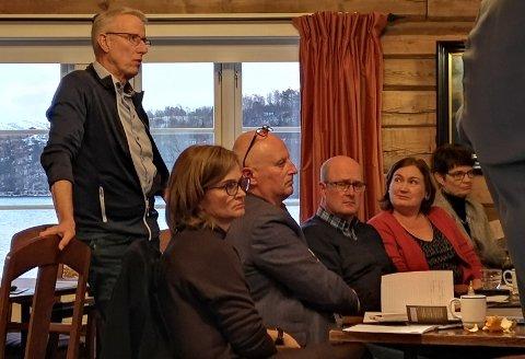 Ola T. Heggem hadde torsdag sin siste samling i Orkide. Foran fra venstre sitter.Surnadals-ordfører Margrethe Svinvik, Surnadals-rådmann Knut Haugen, Sunndals-ordfører Ståle Refstie, Averøy-ordfører Ingrid Rangønes og fylkesmann Rigmor Brøste.
