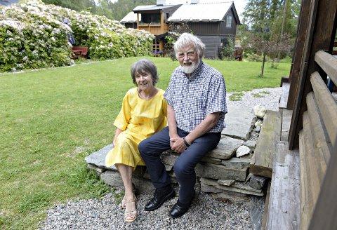 Skogheim er stor og innholdsrik, men også velholdt. Liv og Nils Fiske har tatt imot gjester på åpent tun i flere år, men nå er det slutt: Eiendommen er til salgs.