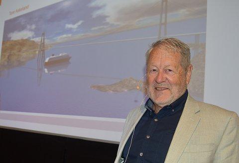 KONFERANSE: Daglig leder Olav Ellevset i Halsafjordsambandet på konferanse på Tingvoll Fjordhotell om fergeavløsningsprosjektet på E 39