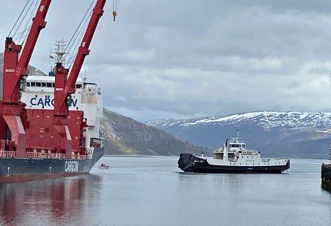 Kraftig smell: Baugen på ferga «Kvitholm» er totalt ødelagt etter sammenstøtet med Cargo-W-skipet i Mosjøen torsdag.