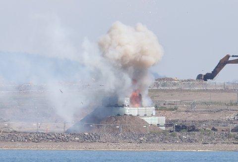 SMELLET: Her går bomba på Vallø av.