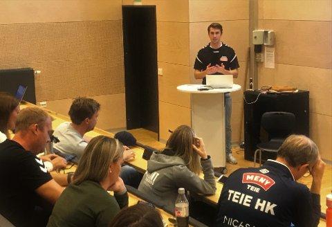INVITERER TIL SAMARBEID: Patrick Braarud og Nøtterøy Håndball ønsker å jobbe tettere med klubbene i nærområdet. For guttas beste.