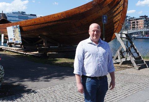 GLEDER SEG: – Det blir dans og god-stemning i Oseberg langt ut i de små timer, sier arrangementsansvarlig Martin Kjenna i Oseberg Kulturhus.
