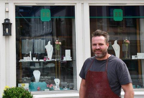 SIDEN 1936: Gullsmed Ragnar Rønning har holdt åpent siden 1936. Nå er det tredje generasjon som driver butikken.