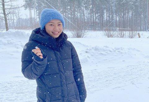 SNØVÆR: Det var et skikkelig snøvær da Nhung Pham og de andre elevene skulle ut på sin første undervisningstur ute i naturen. Foto: Arianit Selmani