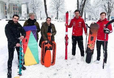 VINTERCAMP: Håndballklubben og bymisjonen går sammen om å lage vinteraktivitetsdager for barn. Fra venstre Amir Kanaan (Kirkens Bymisjon), Kristine Rydningen (Kirkens Bymisjon), Cecilie Carlsen (Skattkammeret), Kennie Boysen (Nøtterøy Håndball) og Robin Wulvik (Nøtterøy Håndball).