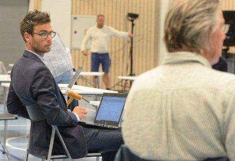 SNK-ENIGHET: – Vi har strukket oss langt. Men for å skape ro og bli enige om en enkel løsning, er dette nødvendig, sa ordfører Pål Sverre Fikse (Sp) da formannskapet enstemmig vedtok å selge inntil 15 prosent av kommunens aksjer i SNK.