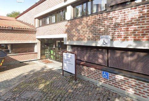 Dokumentsenteret holder til i fylkeskommunens administrasjonsbygg på Fløyheia i Arendal.