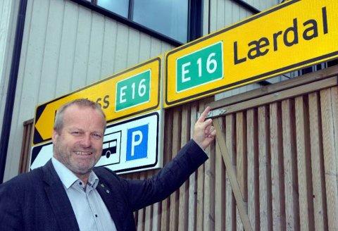 På Fagernes: Ivar Odnes då han fronta stamvegen E16 på Fagernes i jun i i fjor.