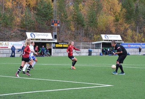 VANT: Valdres FK avslutta sesongen på mesterlig vis, og senka motstander Brumunddal med 3-1 på hjemmebane.