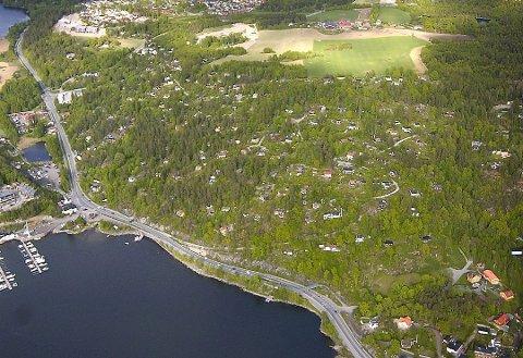 Fremtidige boliger?: Hytteområdene Askehaugåsen og Tømrernes feriehjem ved Nesset kan bli omgjort til helårsboliger.  flyfoto: christian clausen