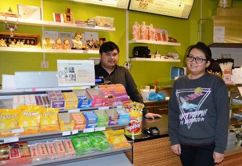 Drivere: Picknik og Worapoj har skape seg et levebrød i Sunndal, men med tiden er planen å flytte tilbake til Thailand.