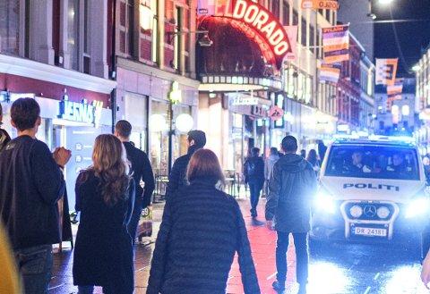 MANGE OPPDRAG: Politiet måtte stadig rykke ut på oppdrag gjennom natt til søndag.