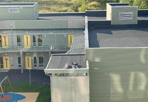 FRYKTER ULYKKE: Naboene har fryktet ulykker etter at det flere ganger har blitt observert barn på taket av den nye barnehagen i Årvollveien.