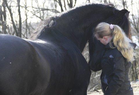LIDENSKAP: Ragnhild er heldig og arbeider med sin store lidenskap, som sjølvsagt er hestar.