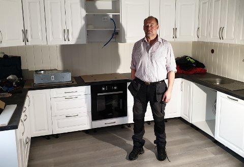 Stoppet arbeidet: Einar Lund og resten av de ansatte er nå blitt permittert. Arbeidet med et stort boligprosjekt i indre Salten er satt på vent, i påvente av en økonomisk løsning.
