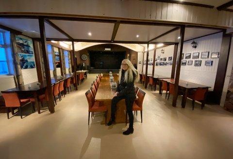 God plass: Det er plass til svært mye folk inne i  Steigen Vikingstue. I tillegg til restauranten har bygget også eget publokale og utendørscene med bar.