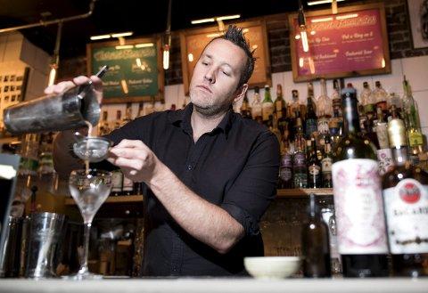 Julian Brady har laget sin egen vri på klassikeren Espresso Martini for den internasjonale konkurransen Bacardi Legacy. Drinken har han gitt navnet Camaraderia og er en hyllest til  sine kollegaer.