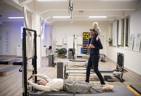 Vilius Sumskis har en lang basket-karriere bak seg. Men nå er det                   sønnen Hector (4) og konens piltes-studio på Vestre Strømkai som er fokus. – Min kunnskap om kropp har forandret seg helt etter at jeg møtte henne, smiler Sumskis.