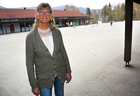 TØFF SKOLEHVERDAG: Rektor Anne Britt Skaar ved Vikersund skole forteller om en svært tøff skolehverdag med bråk, røff språkbruk, voldsepisoder og lærere som blir slått.