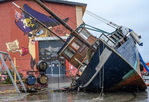 «MERLIN»: Dens dager er talte. Båten skal trolig ikke tilbake på vannet. Her lagt på land ved Drammen havn.