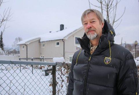 OPPGITT: Det var greit for Jostein Moen at han ble pålagt å rehabilitere pipa. Men byggesaksgebyret på 3.200 kroner forstår han lite av.