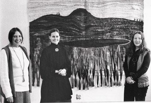 F.v. Sarah J. Rittenhouse Thingnes frå Vevring, kunstnar Jane Balsgaard og Gerd Thingnes, også frå Vevring. Desse tre var sentrale under den aller første utstillinga i 1979.