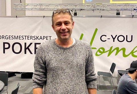 """5000 KAN BLI 1 MILLION: Påmeldingsavgifta til Main Event i poker-NM er 5000 kroner. For """"Den danske maler"""", Kasper Wurtz frå Florø, kan påmeldingsavgifta ende opp med milliongevinst og NM-tittel."""