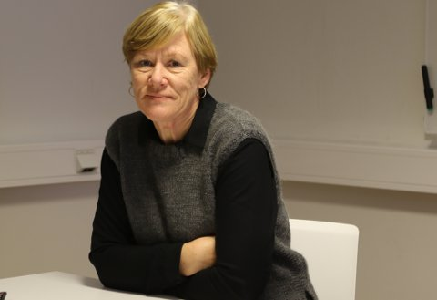 Kommunalsjef Ellen Jåvold i Kinn kommune meiner skuledrifta bør flyttast i samband med nytt skuleår til hausten.