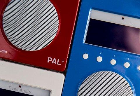 DAB-radioer finner etter hvert fra mange produsenter. – Digitale signaler skal gi bedre lydkvalitet og rom for flere radiostasjoner, heter det i teksten til dette bildet fra NTB Scanpix.