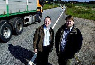 Tilbake: Geir Flote (th) fotografert sammen med daværende ordfører Kjell Løkke for 10 år siden. Flote var også da fagsjef i virksomhet Teknisk i Råde kommune.