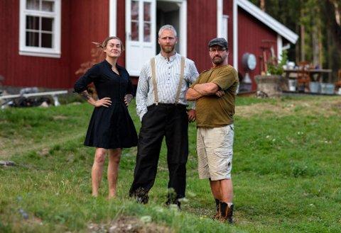 UENIGHETER: Allerede i løpet av de første dagene har det oppstått uenigheter mellom Camilla Cox Barfot, Andreas Nørstrud (midten) og Lasse Bergseter på «Torpet».  Arbeidsfordelingen er én ting de har ulike meninger om.