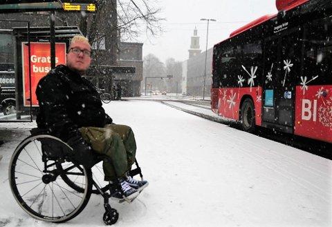 UBEHAGELIG: Det var på dette busstoppet i sentrum Marius opplevde å få kjeft av sjåføren for et par uker siden.