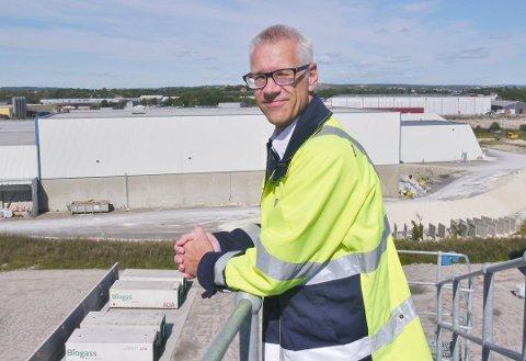 Frykter sterk utgiftsøkning: Frevar-direktør Fredrik Hellström peker på de økonomiske konsekvensene av å skille ut avløpsrensingen. Et nytt interkommunalt selskap kan også overta biogassproduksjonen. (Arkivfoto: Øivind Lågbu)