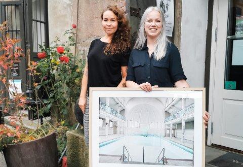 Kine Jensen (t.h.) er gjestekunstner på oktober-utstillingen til Galleri Magenta. Cathrine Omberg (t.v.) er kurator og kunstner, og også hun stiller ut sine verk i høst.