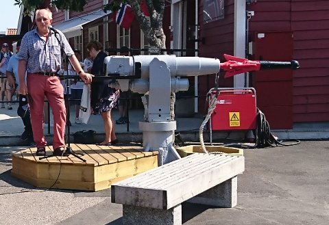 Harald Hansen, i Østre Hvaler Sjømannsforening, minnet publikum om betydningen av hvalfangsten for hvalersamfunnet.