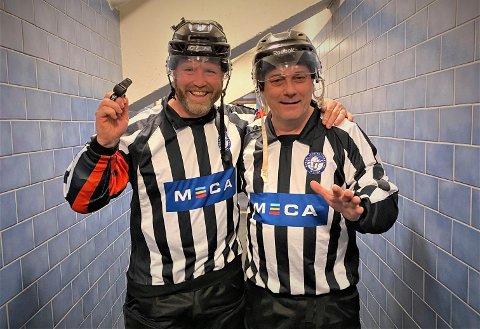 DOMMERE FOR EN DAG: Jörgen Wahlberg (til venstre) og Jan-Erik Helgesen takket ja til å dømme en 6. divisjonskamp i helgen. Det ga nye perspektiver, men først og fremst mersmak.