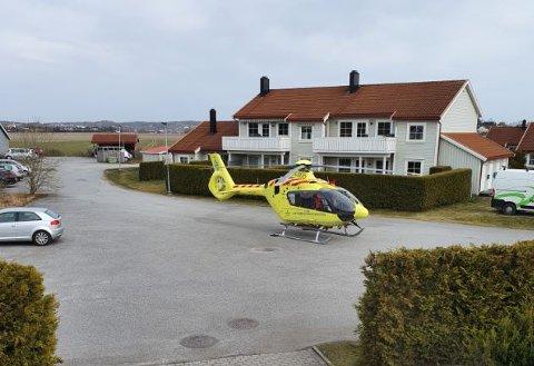 Ambulansehelikopteret landet ved Haugeløkka på Rolvsøy onsdag ettermiddag.