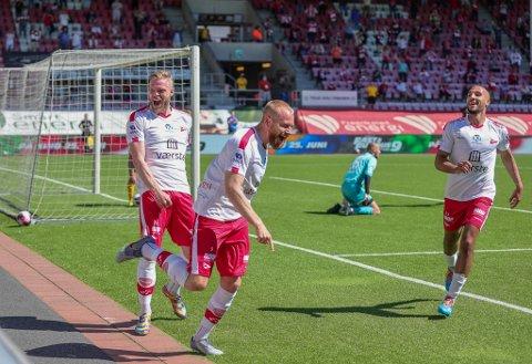 FFK KNUSTE JERV: Her feirer Henrik Kjelsrud Johansen FFKs første scoring i 4-0-seieren mot Jerv.