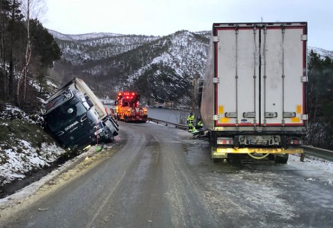 Omfattende ulykke: Fire vogntog var involvert i den tragiske ulykken om kvelden 8. januar. Først ut på formiddagen neste dag kunne E6 gjenåpnes.