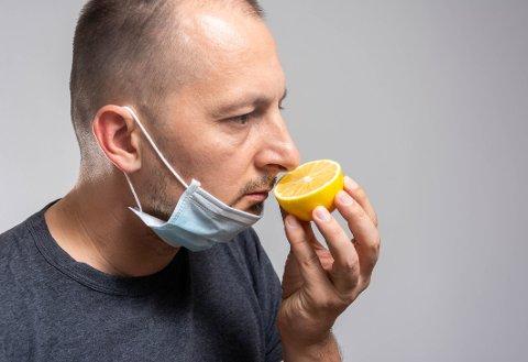 NEDSATT LUKTESANS: Tre av fire som har fått påvist covid-19 har slitt med nedsatt luktesans i ettertid.