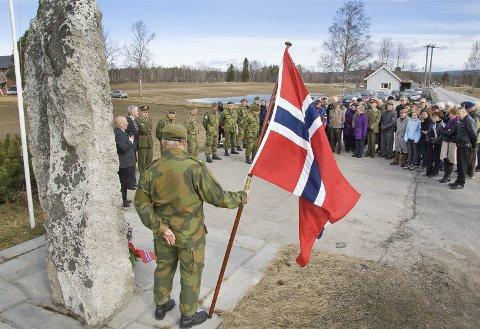 RUSTAD-SLAGET: Her fra en minneseremoni med nedlegging av krans. Onsdag på festningen tar i kveld for seg historien om slaget, slik en svensk soldat opplevde det.