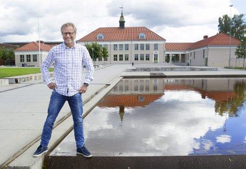 POSITIV: Regiondirektør i NHO Innlandet, Åge Skinstad mener kommunene skal være utholdende utålmodig: Drives av en trangen til en positiv forandring nå, men samtidig holde ut om det butter imot.