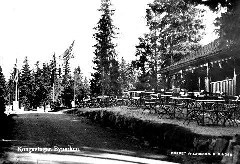 Byparken i Kongsvinger har hatt flere perioder som må kunne kalles storhetstid. Bildet viser restaurantanlegget. Det er uvisst når bil   det ble tatt, men mannen bak kameraet var Kongsvingers egen P. Larsson.