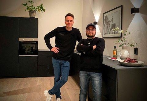 TIL SALGS: Her er Veiby og Tarlani i sin nyoppussede leilighet i Oslo. Prisantydningen på leiligheten er 7 990 000 kr