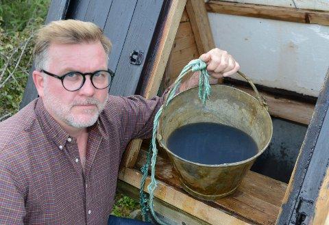 SKREMMENDE: – Dette er skremmende. Her var vannet klart og godt fredag. Lørdag morgen så det mer ut som blekk, sier Lars Håkon Blostrupmoen.