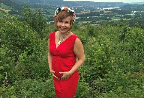 I LYKKELIGE OMSTENDIGHETER: - Jeg er i veldig god form, sier Sanna Sarromaa, som venter sitt fjerde barn i november.