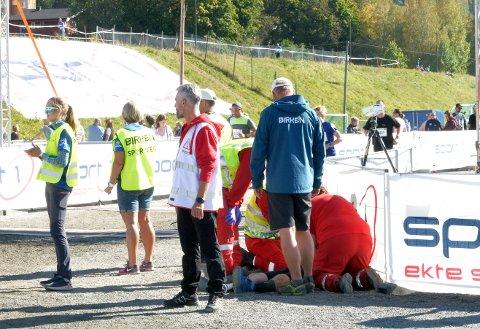 39-åringen fikk raskt hjelp i målområdet. Hjertet begynte å slå før han ble fraktet til sykehuset på Lillehammer.