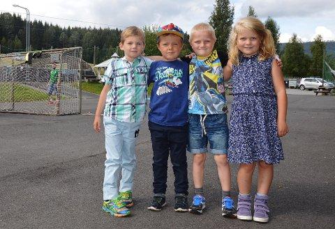 BJONEROA: Ola Strøm Engnæs, Markus Maaø Ruden, Ole Olsen og Alma Mide Myhrengen er de fire nye førsteklassingene ved Bjoneroa skole.